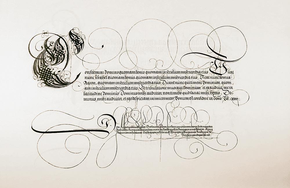 Kalligraphie um 1538, mutmaßlich vom Nürnberger Kalligraphen und Mathematiker Johann Neudörf(f)er (1497–1563). Schriftprobenvergleich mit Neudörffers »Ein gute Ordnung, vnd kurtze vnterricht, der fürnemsten grunde aus denen die Jungen, Zierlichs schreybens begirlich, mit besonderer kunst vnd behendigkeyt vnterricht vnd geübt möge[n] werden«. Quelle: Bayerische Staatsbibliothek, München. Online verfügbar unter http://bildsuche.digitale-sammlungen.de/index.html?c=viewer&bandnummer=bsb00065307&pimage=00001&v=100&nav=&l=de [20.7.2016].