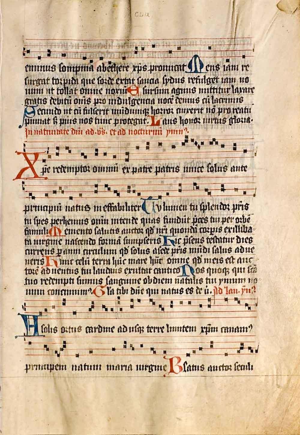 Eine Innenseite mit Notation des »Psalterium Moguntinum«, gedruckt auf Pergament unter Verwendung von Rotdruck sowie vielen roten und blauen Initialen. Erschienen 1457 bei der Fust-Schöffer´schen Offizin. Quelle: Universitäts- und Landesbibliothek Darmstadt.