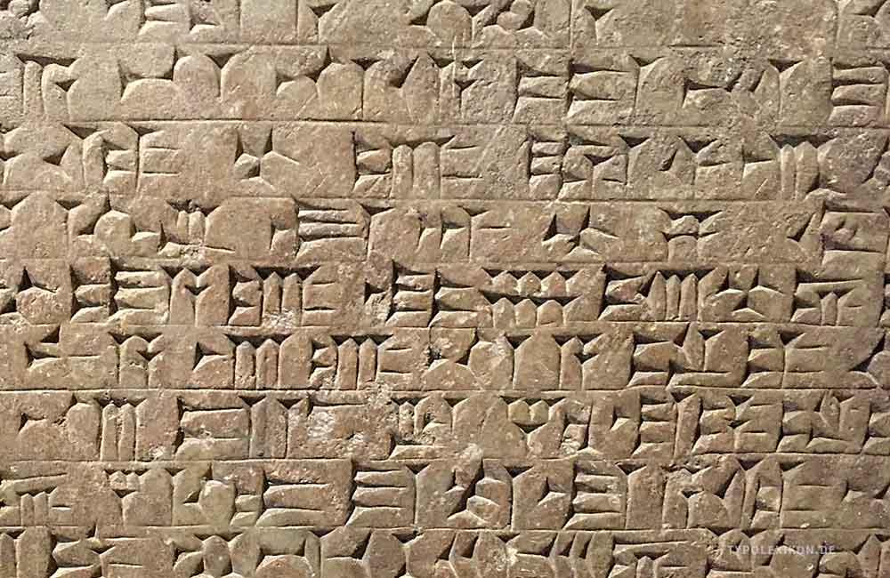 Neuassyrische Keilschrift aus dem Palast des assyrischen Königs Aššurnâṣirapli II. (um 883 bis 859 v.Chr.). Diese Epigraphik wurde im heutigen Irak gefunden und befindet sich 1865 aufgrund einer Schenkung von Sir James Young Simpson im Besitz des Schottischen Nationalmuseums in Edinburgh, UK. Foto: Wolfgang Beinert, Berlin.