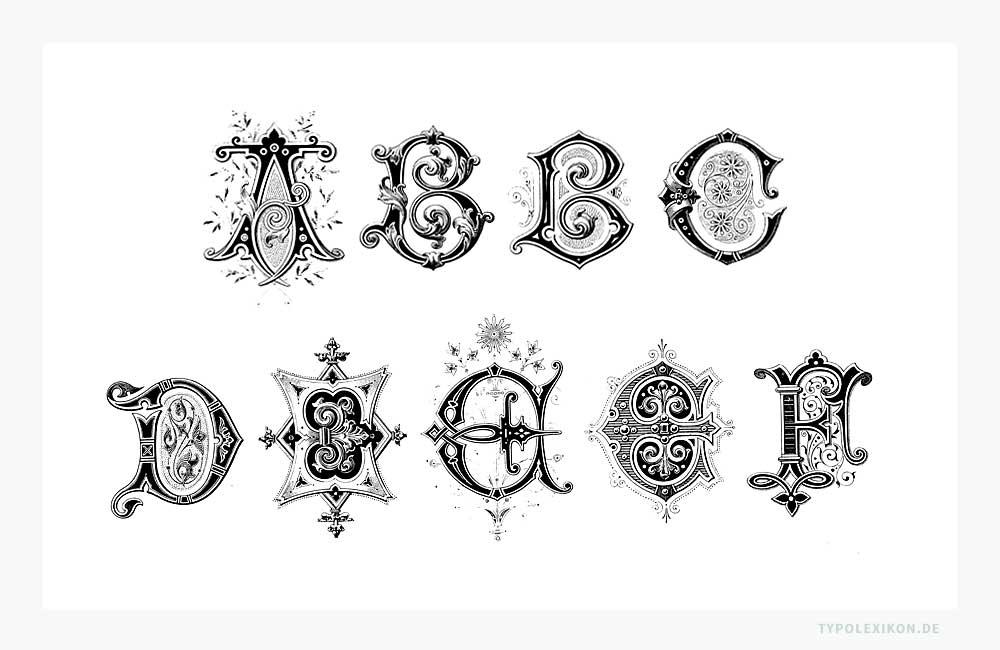 Eine Auswahl von Initialen, Ziermajuskeln bzw. Schmuckbuchstaben, wie sie im 19. bis Anfang des 20. Jahrhundert in ganz Europa bei Büchern, Zeitungen und Akzidenzdrucksachen gerne verwendet wurden. Infografik: www.typolexikon.de