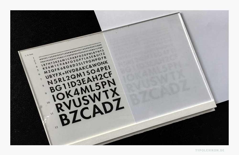 Ein »Opazimeter« ist eine optische Messschablone, mit deren Hilfe man die Opazität eines Papiers abschätzen kann. Auf einem weißen Untergrund sind 12 Zeilen in unterschiedlichen Schriftgraden gedruckt. Diese Zeilen sind von 1 für den kleinsten bis 12 für den größten Schriftgrad nummeriert. Im Beispiel ist auf der rechten Seite der Schablone zwischen der bedruckten Fläche und einer Acrylscheibe ein weißes Blatt Papier eingelegt. Die erste lesbare Zeile des durchschimmernden Textes weist anhand der Nummerierung den Grad der Opazität aus. Allerdings sind derartige Opazimeter systemimmanent. D.h., sie funktionieren nur, wenn sie auf ein bestimmtes Papiersortiment abgestimmt sind.